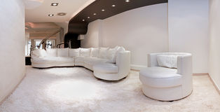 Grand sofa blanc Images stock