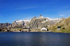 Grand St Bernard Pass Lake And Hotel Photographie stock