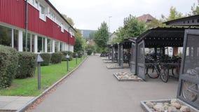 Grand stationnement de bicyclette banque de vidéos