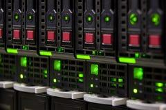 grand stockage de serveur de centre de traitement des données Photo libre de droits