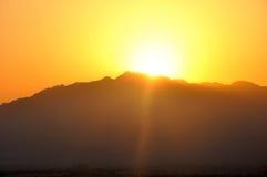Grand sunrize la montagne Photographie stock libre de droits
