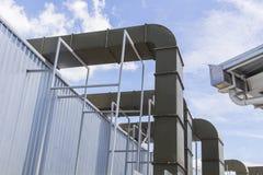 Grand système de ventilation d'air de supermarché, tuyau d'air Photographie stock