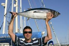 grand thon d'eau de mer de jeu de pêcheur photographie stock libre de droits