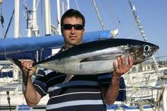 grand thon d'eau de mer de jeu de pêcheur images stock