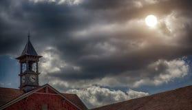 Grand toit avec la tour d'horloge Photographie stock