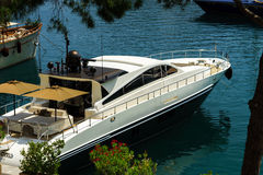 Grand yacht dans le port du Monaco Photos libres de droits