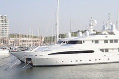 Grand yacht de luxe de moteur Photos libres de droits