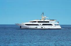 Grand yacht privé de moteur Image libre de droits