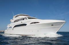 Grand yacht privé de moteur en mer photo libre de droits