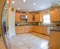 Grandangolare della cucina moderna Fotografie Stock