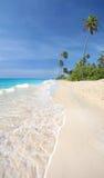 Grandangolare eccellente della spiaggia tropicale idillica Fotografia Stock Libera da Diritti