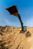 Grandangolare estremo di Work dell'escavatore giallo immagini stock