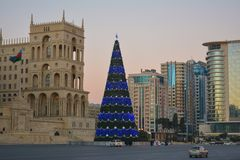 Grande árvore de Natal em Baku Fotografia de Stock Royalty Free