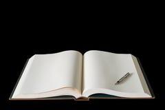 Grande abra el libro de la extensión y o aislado pluma Fotos de archivo libres de regalías