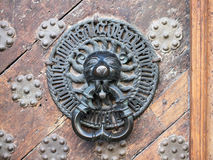 Grande aldrava de porta de Lionhead da capela Imagens de Stock