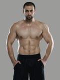 Grande allenamento Ritratto del culturista professionale muscolare e Immagini Stock