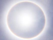 Grande alone del sole sul chiaro cielo blu Fotografia Stock