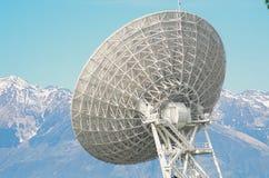 Grande antenne parabolique Photos libres de droits