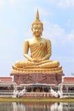 A grande aparência da Buda em Ubonratchathani, Tailândia