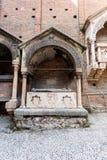 Grande arco da pedra decorativa com colunas Fotos de Stock Royalty Free