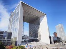 Grande arco nella maggior parte della difesa importante della La del distretto aziendale a Parigi, Francia immagini stock libere da diritti