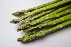 Grande asparago su fondo bianco immagine stock