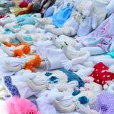 Grande assortimento delle bambole di straccio Bambole fatte a mano, tilde Giocattoli di Eco Fiera - una mostra degli artigiani pi fotografia stock