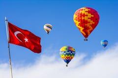 A grande atração turística de Cappadocia - balloon o voo tampão fotografia de stock
