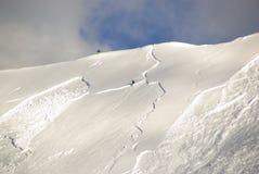 Grande avalanche réglée par le skieur images libres de droits