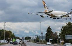 Grande baixa aterrissagem plana Foto de Stock