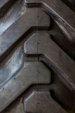 Grande bande de roulement de pneu en caoutchouc de tracteur. images stock