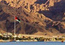 A grande bandeira árabe da revolta, Aqaba, Jordão imagem de stock royalty free