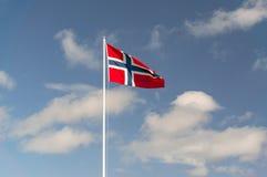 A grande bandeira norueguesa do material dirá no mastro Foto de Stock Royalty Free