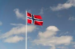 A grande bandeira norueguesa do material dirá no mastro Imagens de Stock Royalty Free