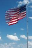 Grande bandiera americana che fluttua nel vento Fotografia Stock