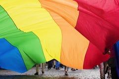 Grande bandiera dell'arcobaleno Fotografie Stock