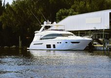 Grande barca messa in bacino Fotografie Stock Libere da Diritti