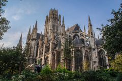 Grande bella cattedrale gotica medievale Notre Dame a Rouen immagini stock