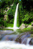 Grande belle cascade de nature à Bandung Indonésie Images stock