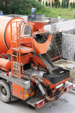 Grande betoniera arancio Immagini Stock Libere da Diritti