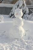 Grande boneco de neve com um nariz da cenoura de Fotos de Stock