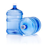 Grande bottiglia due di acqua isolata su fondo bianco Immagine Stock Libera da Diritti