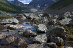 Grande Boulder del lago consolation Fotografia Stock