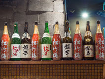 Grande bouteille de style japonais de boisson d'alcool Photographie stock
