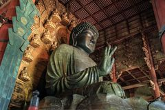 A grande Buda Daibutsu, substituição do século XVII de uma escultura do século VIII, Todai-ji, Nara, Kansai, Japão imagens de stock