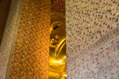 Grande Buda dourada nos templos Fotos de Stock Royalty Free