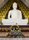 Grande Buddha bianco a watpahuaylad, Loei, Tailandia. fotografia stock