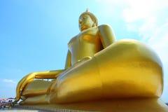 Grande buddha dorato al muang di Wat, Tailandia Fotografia Stock Libera da Diritti