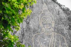 Grande Buddha dorato sulla montagna fotografia stock libera da diritti