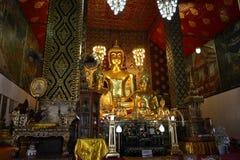 Grande Buddha in tempio Immagini Stock